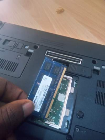How to replace laptop ram